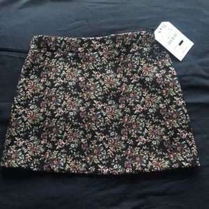 Zara girls skirt. Never worn with tag. Size 8